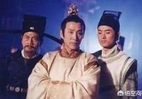 為什麼《少年包青天》裡陳道明演的八賢王很多場景都是雙手端著,還藏在袖子裡?