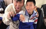 霸道總裁胡皓康搞怪表情難得,胡軍兒子跟媽媽在一起一點都不高冷