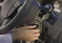 汽車打火要不要踩離合?老司機告訴你:新手要記牢,不然很危險!
