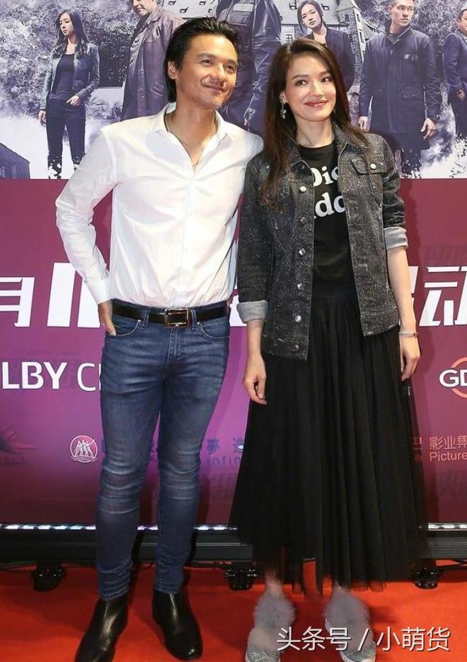 舒淇與老公同框出席活動秀恩愛,網友:馮德倫的褲子都快撐破了!