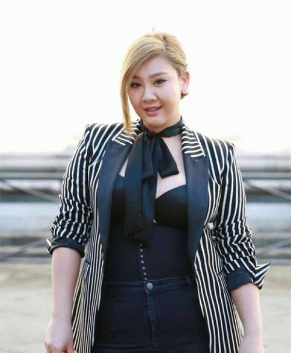 沈殿霞31歲女兒發福胖成球,卻因顏值超高被評為女神