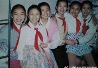 章子怡11歲北京舞蹈學院和17歲中戲校園合影照,一直很搶眼!