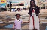 李小璐去日本卻不被罵,只因她和女兒穿了這衣服!和……