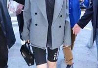 李宇春灰色西裝配健身短褲現身機場,身材比C羅女友喬治娜美多了