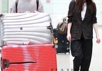 倪妮、井柏然北京機場街拍:倪妮一身黑西裝,氣場強大蓋過井柏然