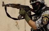 孩子也使用了AK-47突擊步槍
