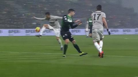赫迪拉被C羅踢中頭部,球迷紛紛調侃!