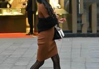 遇見最美街拍:天氣涼了,穿中色服飾很適合