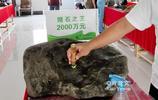 在中緬邊境盛行的賭石買賣合法嗎?多少人為之瘋狂寧可傾家蕩產