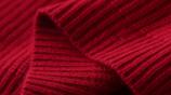 毛衣不吃香了!瞧下面8款羊絨衫,適合四五十歲女人穿,百搭保暖