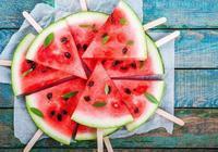 為什麼不推薦用勺子吃西瓜?原因藏在你的「攝入量」裡
