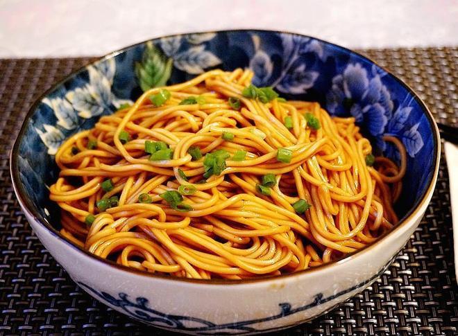 蔥油拌麵最正宗的做法,學會了在家也能吃,簡單又美味