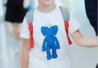 安吉胖了!他最新機場照臉好腫,笑起來牙縫很大,還以為是小魚兒