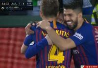 肅然起敬,梅西上演帽子戲法,賽後拿走球時特意去跟邊裁握手致意