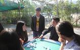 農村有些人整天遊手好閒,除了閒聊就是打牌,他們的生活費哪裡來