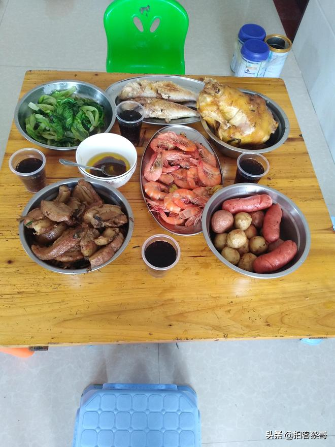 茂名:實拍農家六菜一湯的年夜飯,有魚肉有素菜,一家人吃得幸福