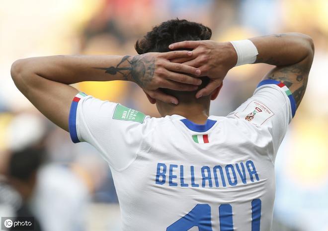 意大利首發球員在世界盃足球賽開始時拍攝團隊合照