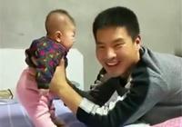 寶爸讓三個月大寶寶學站,萌娃脾氣可大了,網友:你是認真的?