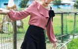 雪紡衫配毛呢裙,秋天裡即有溫度又時尚的穿搭,讓你風姿百媚