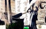 上色老照片:1939年北京天橋風貌,古玩市場、炒栗子的商販