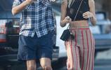 索菲亞·裡奇和男友休閒風穿搭現身街頭,優雅撩發散發女人味
