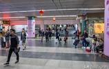 深圳羅湖口岸實拍:有人蹲點收奶粉,還有深圳小孩每天去香港上學