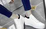 服裝師悄悄告訴我,卡其色風衣配百搭小白鞋,是今年最流行的搭配