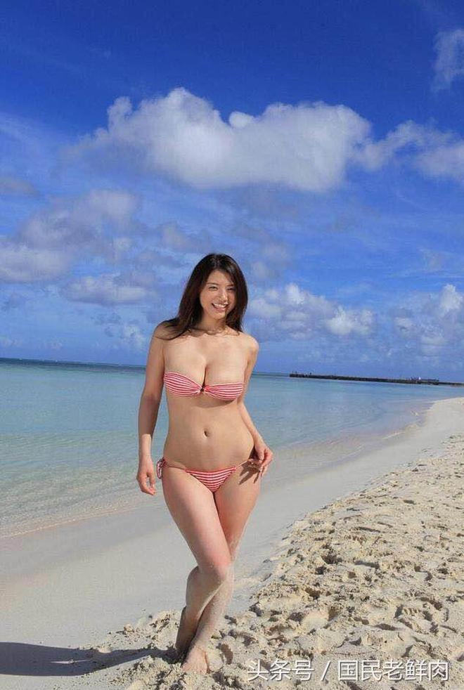 日本女星海邊拍攝廣告,網友:這個女星我認識,在亞洲非常的火