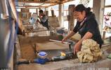 外出打工太辛苦也不掙錢,貴州農婦宅在家中,靠冷門手藝年掙10萬