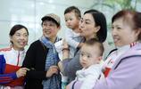 鍾麗緹一家現身上海機場,畫面溫馨,甜美 網友:好幸福啊!