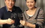 四位大導演老婆近照曝光,他與鞏俐相愛8年無果,今娶小31歲嬌妻