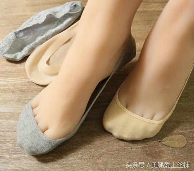 夏季輕薄短款絲襪,穿出女人性感嫵媚範,你才不是一個沒有故事的女同學
