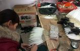 """安徽80歲老奶奶手工做了一輩子""""羽毛扇""""  被外國人買走直誇OK"""