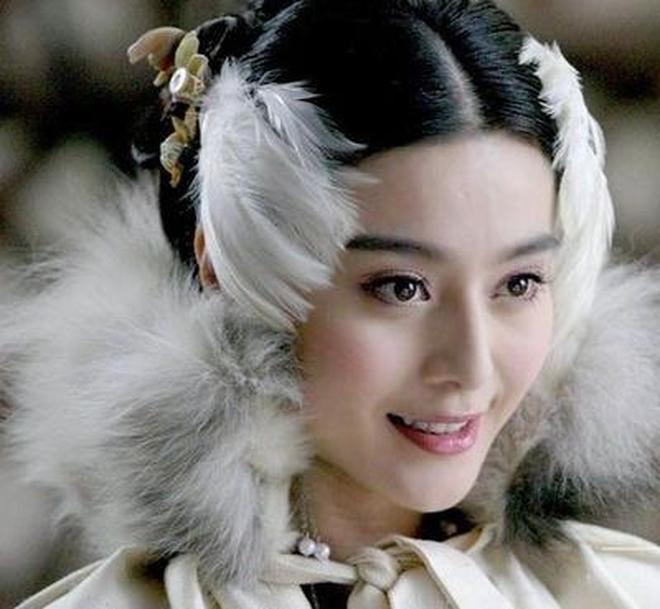 八位妲己扮演者,范冰冰美麗,王麗坤清純,她是妲己本人