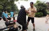 83歲老人患老年痴呆,54歲孝順兒寫下:不管有多難,要照顧好媽媽