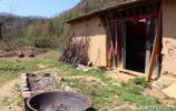 秦嶺略陽塔坡寺,76歲守廟老人,每次充電要走一個多小時的山路