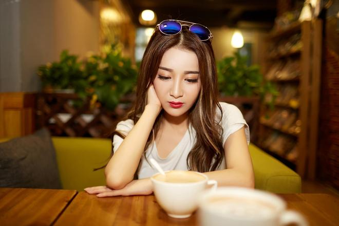 淳香甜咖啡店小妹