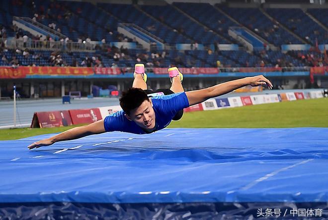 薛長銳蟬聯全運會男子撐杆跳高冠軍