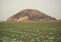 河北發現一片大土包,考古隊請駐軍保護,隨後挖出上千種珍貴文物