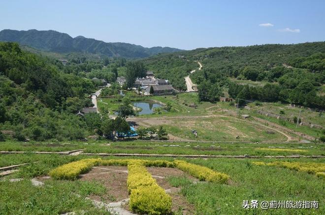 這麼美的小山村,華北地區很難見到了,全村40戶,都開農家樂