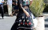女星格溫·史蒂芬妮出街被拍,長裙顯最炫民族風!