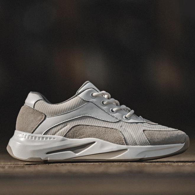 """中國新出一男鞋叫:""""散步鞋"""",不悶腳又不臭,舒適霸氣賊拉風"""