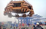 港珠澳大橋建設中,振沉鋼圓筒的25萬公斤振天錘長啥樣?