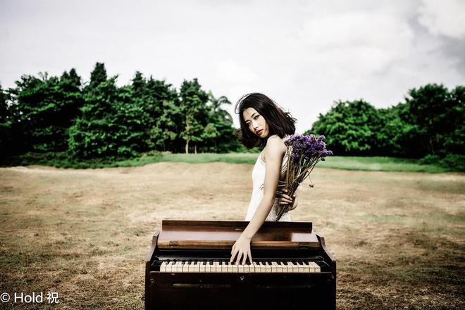 田野裡的鋼琴