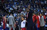 穆大叔再現經典搖手指動作,勾起滿滿回憶,NBA中國賽眾星雲集