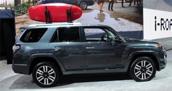 豐田新車型,配四驅六缸+差速鎖,內部空間實用,能扳倒途昂嗎?
