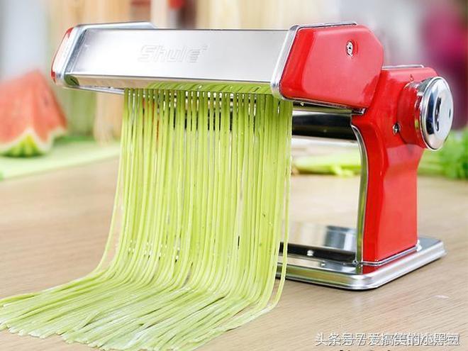 老婆花了幾十塊買的手動麵條機,用後全家都被征服了,真太聰明瞭