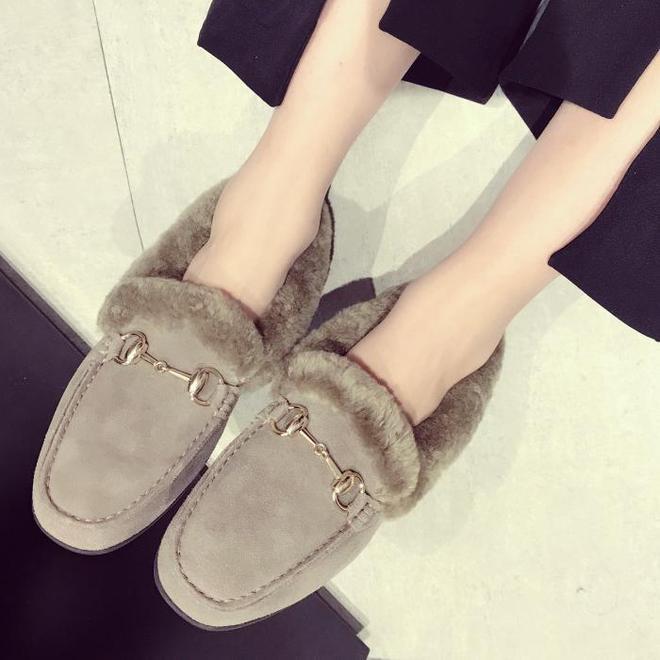 """最近又一種女靴火了:""""毛毛靴"""",比高跟鞋顯腿長,時髦巨保暖"""