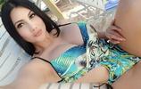 美洲綜藝女王海邊度假近照,網友:女王範,看了2遍繞著走