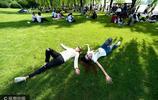 杭州西湖草坪試開放 為遊客提供舒適休憩地